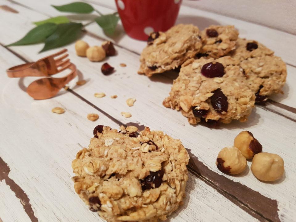Biscotti vegani all'avena e frutti rossi