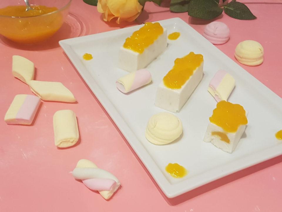 Bavarese allo yogurt con lime e mango