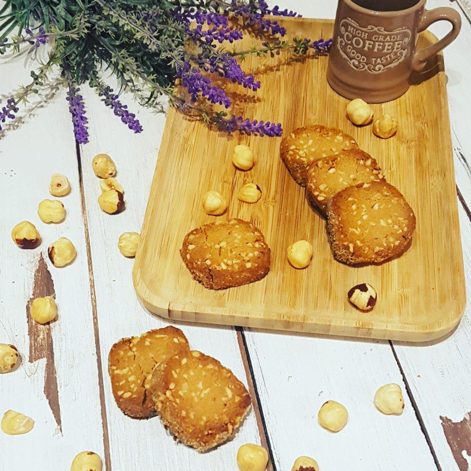 Biscotti sablé con farina di castagne e nocciole