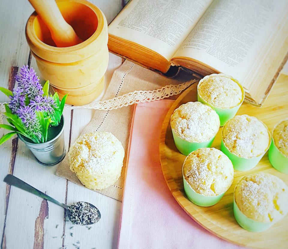 (Italiano) Muffin vegani al limone e lavanda