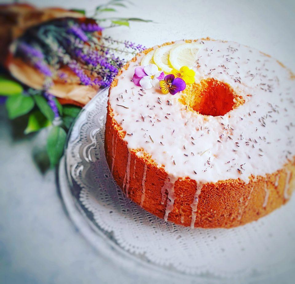 (Italiano) Chiffon cake al limone con glassa alla lavanda
