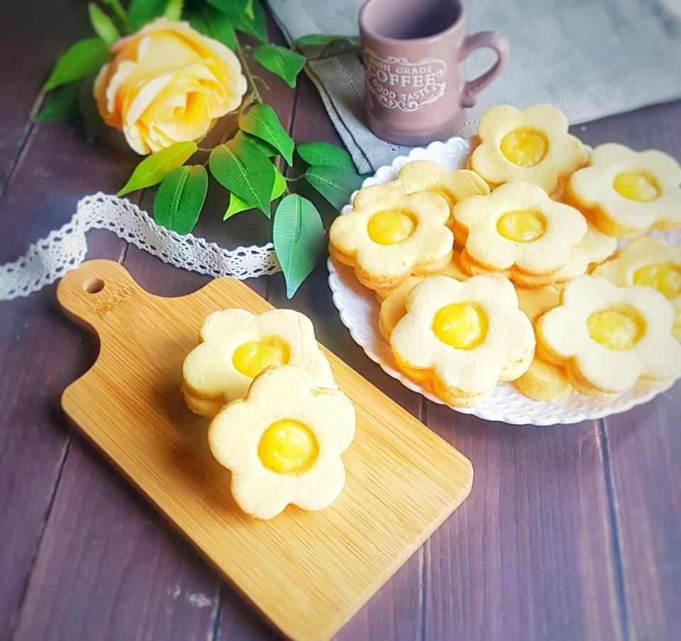 (Italiano) Fiori di frolla senza glutine con lemon curd