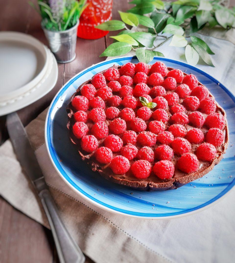 (Italiano) Crostata al cacao con ricotta montata e lamponi