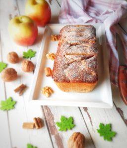 (Italiano) Plumcake alle mele, yogurt e noci