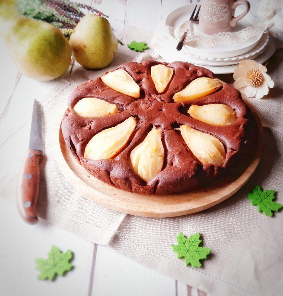 (Italiano) Torta con le pere al rosmarino e cioccolato