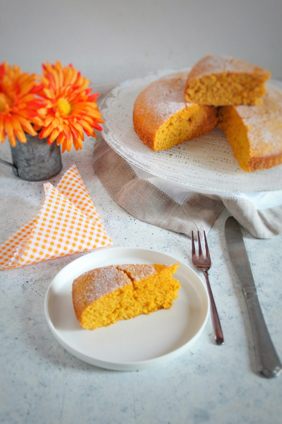 Carrot ad almond cake