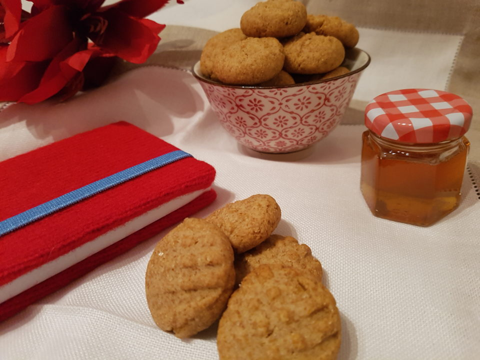 Wholemeal flour and honey cookies
