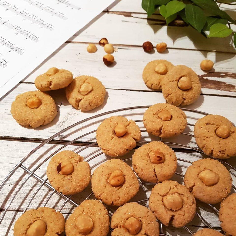 (Italiano) Biscotti semplici alle nocciole