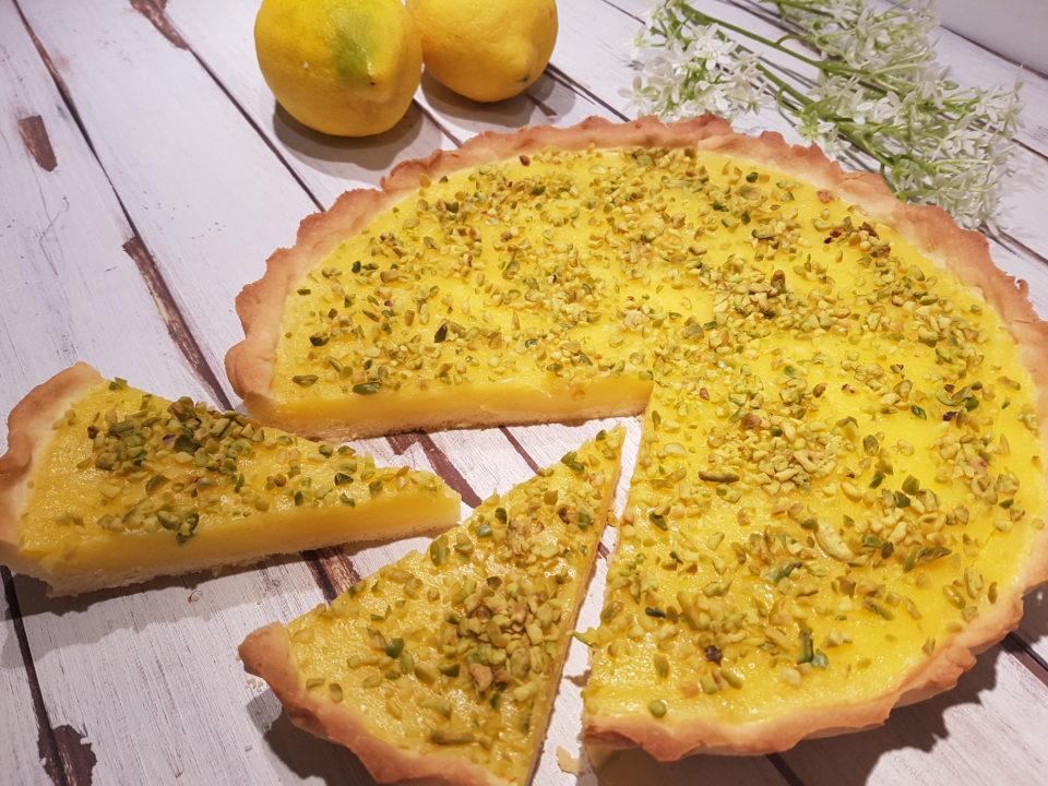 (Italiano) Crostata con crema al limone e pistacchi
