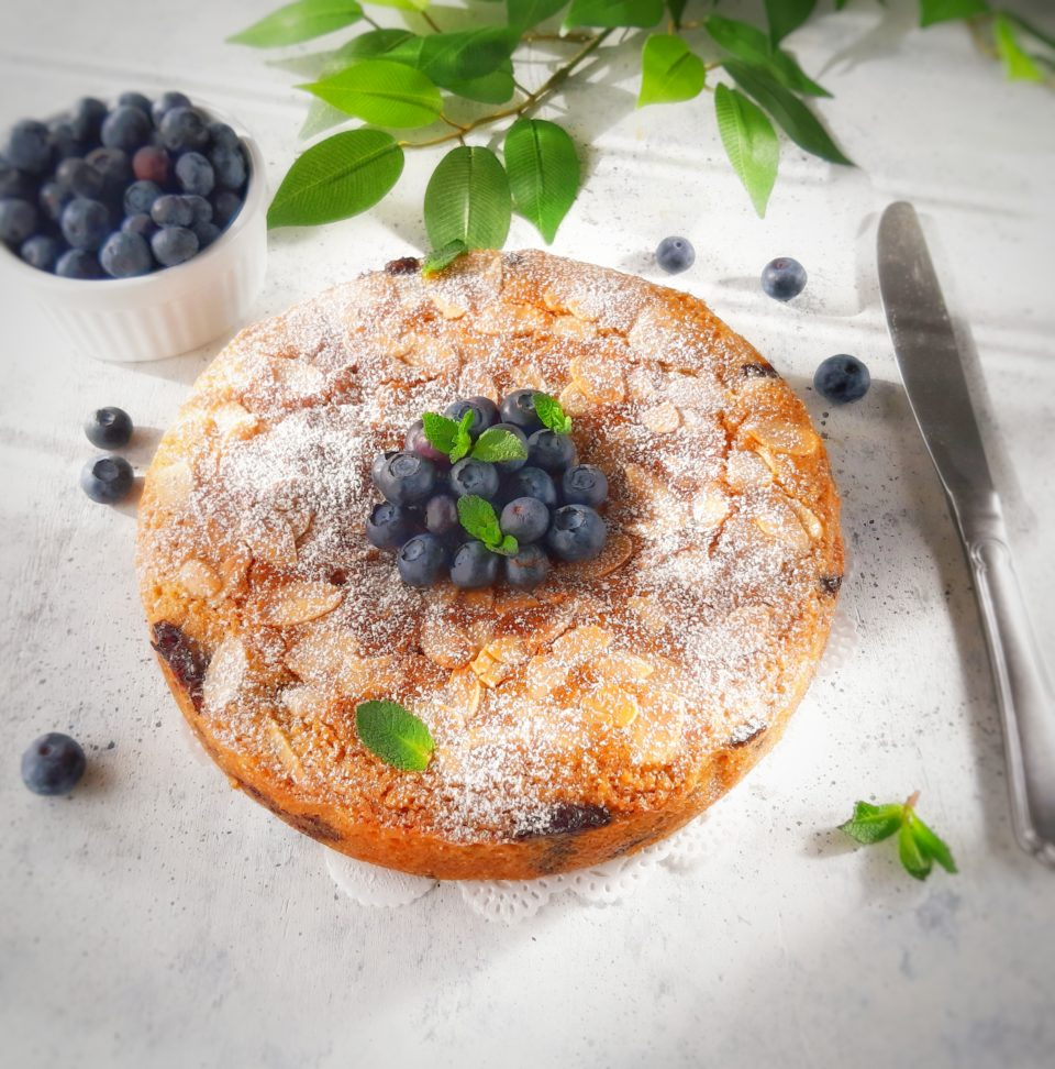 (Italiano) Torta vegan e senza glutine alle mandorle e mirtilli